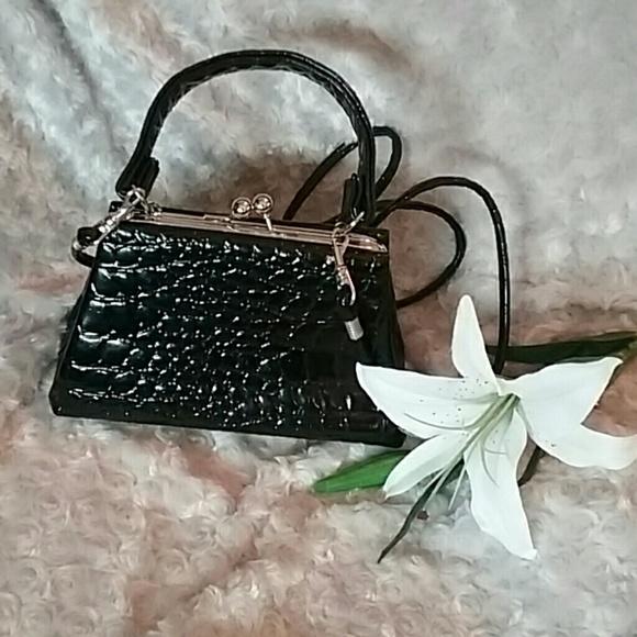 Unbranded Bags   Vintage Handbag Black Faux Alligator Small   Poshmark e3f03e72dc